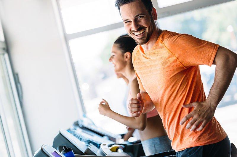 mann_laufband, Relax Sports, Herz-Kreislauftraining